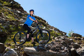 Woman cycling — Stockfoto