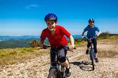 Bisiklet sürme kızlar — Stok fotoğraf