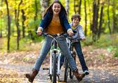 Urban biking - teens riding bikes in city park — Stock Photo