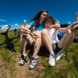 Foto Stock: Cyclists resting