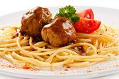 肉と野菜のパスタ — ストック写真