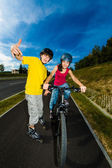 Active young - rollerblading, cycling — Stockfoto
