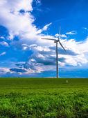 Turbina wiatrowa - białych — Zdjęcie stockowe