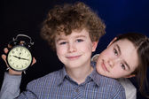 Young boy and girl with alarm clock — Stok fotoğraf