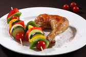 Roasted chicken leg and vegetable kebab — Stock Photo