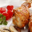Roasted chicken legs with vegetables — Стоковое фото #32759189