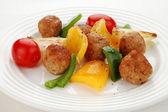 Roasted meatballs and vegetable salad — Stock Photo