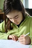 女孩做作业 — 图库照片