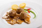 Geroosterde gehaktballen en groenten — Stockfoto