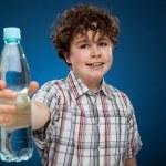 Boy holding bottle of water — Stock Photo