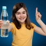 Girl holding bottle of water — Stock Photo