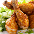 Grilled chicken drumsticks and vegetables — Stock Photo