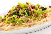 Pasta met gegrilde vlees en groenten — Stockfoto