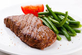 Grilled steak and vegetables — Stock Photo