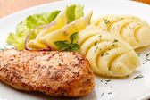 Roasted chicken breast and mashed potatoes — Stock Photo
