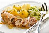 Pečené nadívané vepřové kotlety a zelenina — Stock fotografie