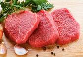 Raw beef on cutting board — Stock Photo