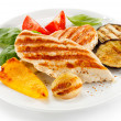 Grilled chicken breasts and vegetables — Stock Photo