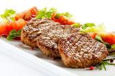Tomate e bife grelhado — Fotografia Stock
