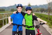 Kız ve erkek bisikleti — Stok fotoğraf
