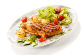 Grilled chicken fillet, baked potatoes and vegetables — Stock Photo