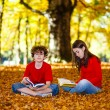 Students reading books outdoor — Stock Photo