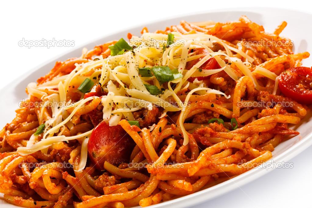 создает спагетти с овощами и мясом стадиона Самаре