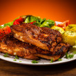 Tasty grilled ribs with vegetables — Stock Photo #33663951