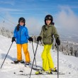Teenage girl and boy skiing — Photo