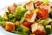 Ensalada con carne de pollo — Foto de Stock