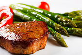 Grilled steak and asparagus — Stock Photo