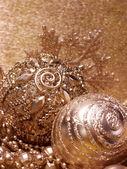 Zlaté vánoční koule — Stock fotografie