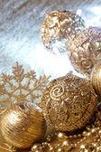 Guld julgranskulor — Stockfoto