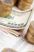Periódico financiero con papel — Foto de Stock