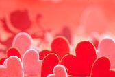 Hjärtan på röd bakgrund — Stockfoto