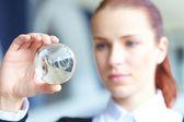 Mujer con bola de cristal — Foto de Stock