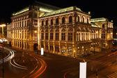 Opera wiedeńska w nocy w wiedniu, austria — Zdjęcie stockowe