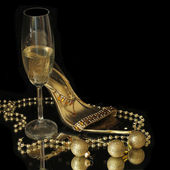 Gold party shoes with champagne glasses — Stock Photo