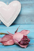 Beautiful rose and heart on romantic blue background — Foto Stock