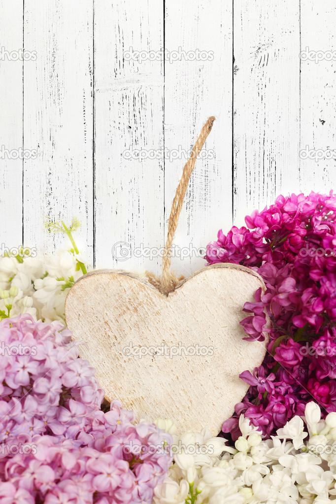 Bellissimo mazzo di lill con cuore in legno foto stock for Mazzo per esterni in legno