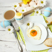 Easter table setting with flowers and eggs on old wooden table — Stock Photo