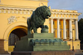 Saint-Petersburg, the figure of a watchdog lion — Stock Photo