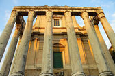 The temple of Antoninus and Faustina in the Roman Forum — Stock Photo