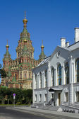 Peterhof, view of the Cathedral of St. Peter and Paul — Stock Photo