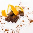 Broken dark chocolate with orange peel — ストック写真