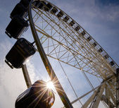 Big ferris wheel with sunbeam — Photo