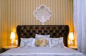 Luxury hotel bedroom — Stock Photo