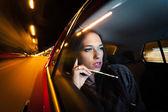 Piękna kobieta w samochodzie — Zdjęcie stockowe