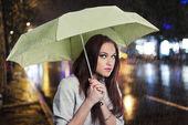 Beauiful girl in the rain — ストック写真