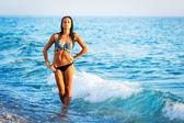 ビーチで美しい女性 — ストック写真
